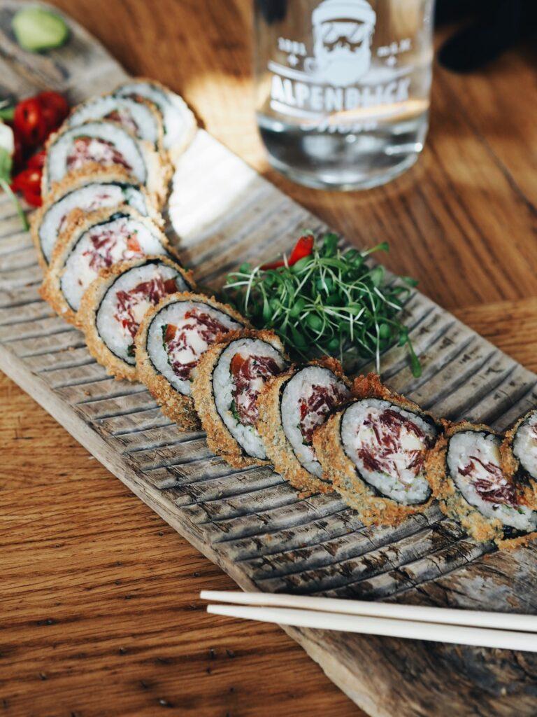 Lunch im Restaurant Alpenblick Arosa Bündelfleisch Sushi